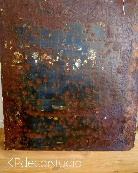 Carteles oxidados antiguos y viejos de segunda mano