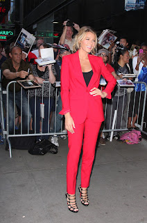 Blake Lively strikes a pose for cameras and fans