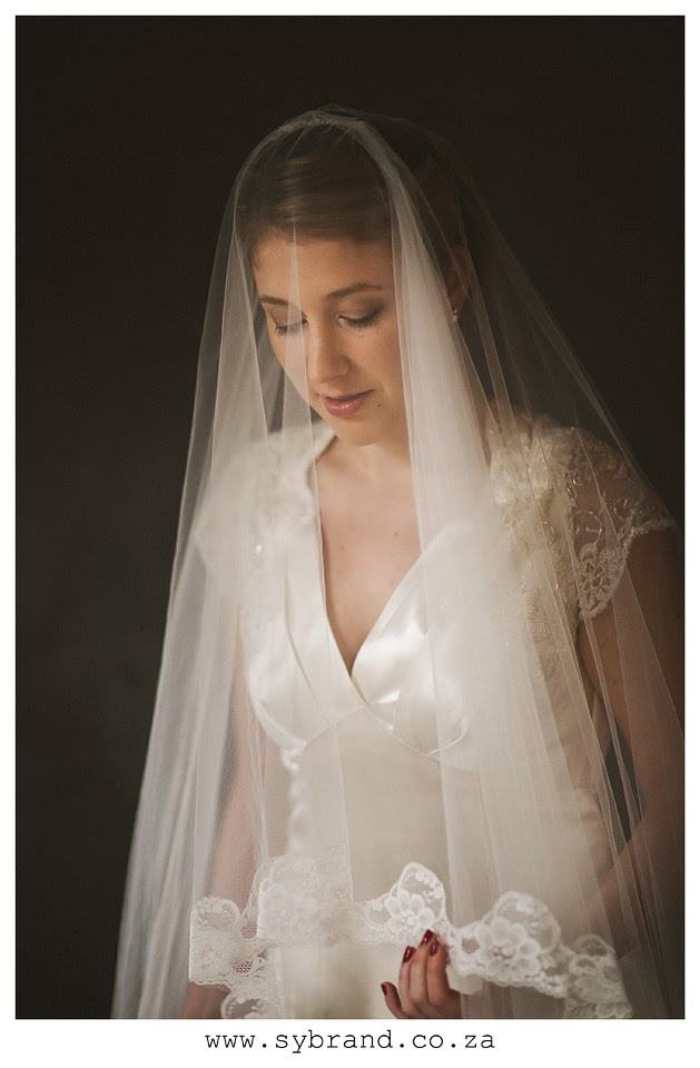 Vintage 1930s wedding dress and veil close-up