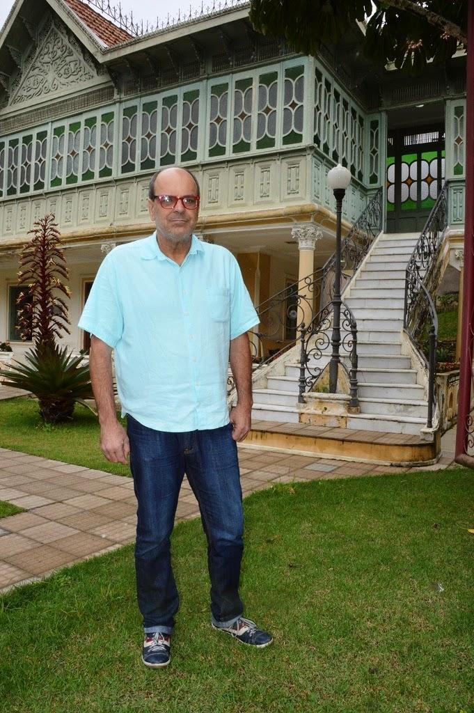 Secretário de Cultura Ronaldo Fialho no jardim da Casa da Memória Arthur Dalmasso, sede da secretaria: projetos culturais serão mantidos