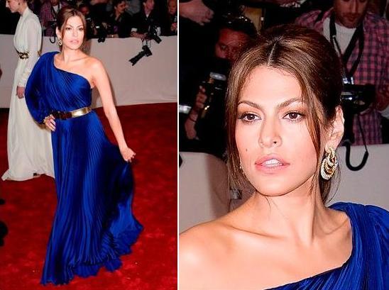 Синее платье макияж брюнетка