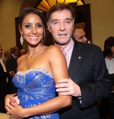 Bianca Castanho posa com a filha depois do drama que