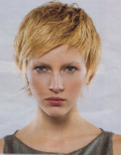 Meilleure coiffure tendance coiffrue femme tendance coupe cheveux courts - Coupe degradee courte femme ...
