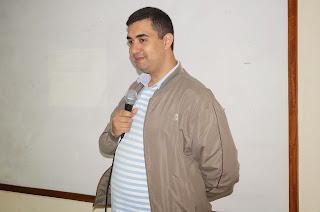 O secretário municipal de Educação, professor José Leonardo Vasconcellos faz a abertura da cerimônia