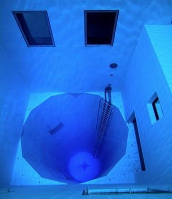 Jom2 Layan swimming pool yang paling dalam di dunia