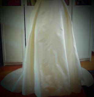 robe de mariée à traîne en soie couture sur mesure à Versailles