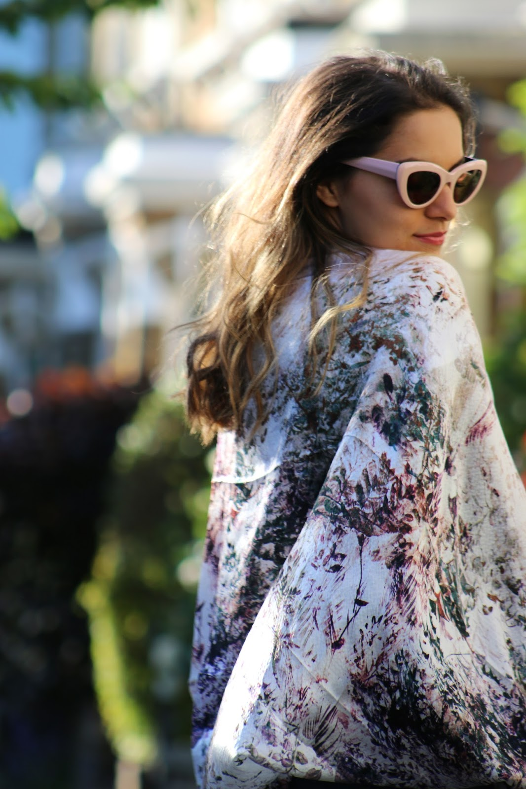 Whitney's Wonderland fashion blogger wearing Nooki silk printed cape, Abercrombie &Fitch denim shorts, Alex Monroe bumblebee necklace & Monica Vinader jewellery