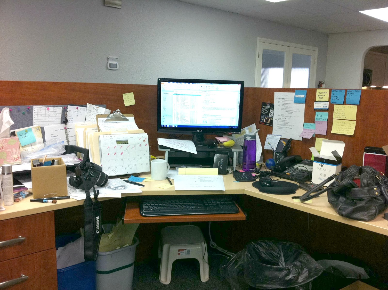 Displaying 16> Images For - Work Cubicle