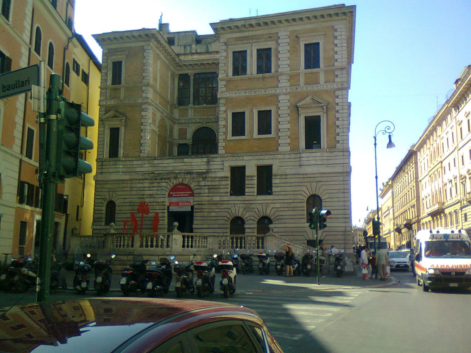 In bici per roma in 47 alla scoperta delle finestre di roma - Finestre a roma ...