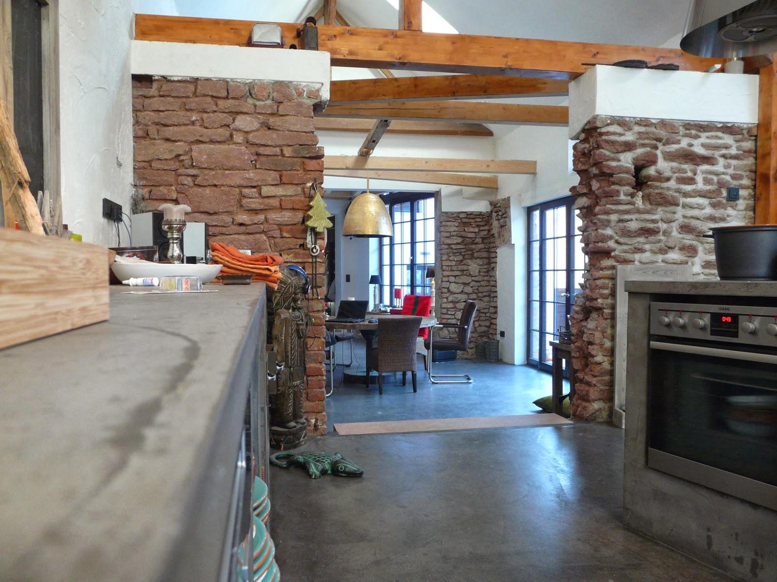 Küche in Beton-Cire kombiniert mit Beton-Floor im offenen Koch- und ...