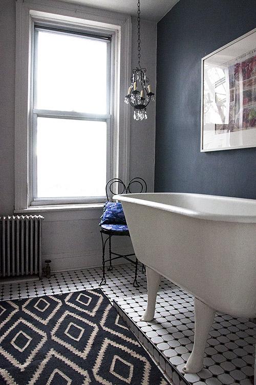 Quadrat ba os en blanco y negro panales y m s - Design sponge bathrooms ...