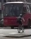 ônibus e cidadãos
