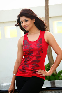 Actress Akanksha Puri Pictures in Thigar Movie 0005.jpg