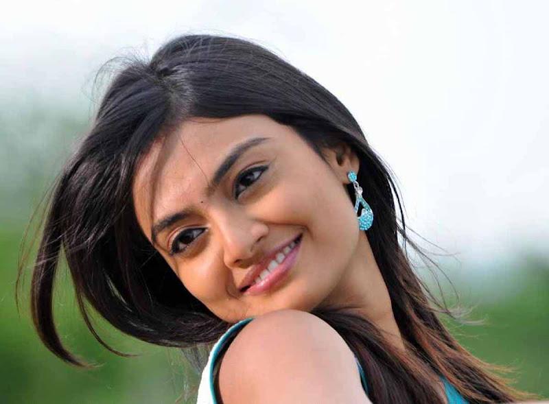 Nikitha Narayan Cool Saree Stills Nikitha Narayan Hot Saree Photos hot photos