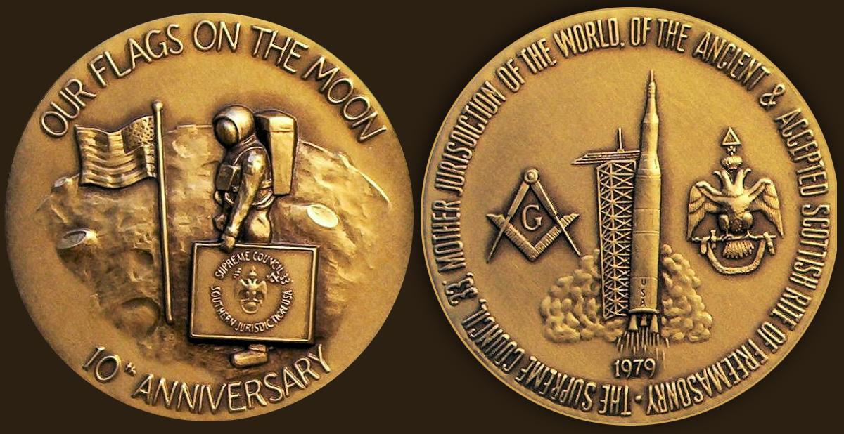 http://2.bp.blogspot.com/-nkbPdJosTa8/VpaQvw5_gMI/AAAAAAAAKTY/pJKM5keL2FE/s1600/1979-moon-masonic-medallion.jpg