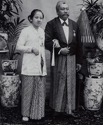 2 Oktober : Peringatan Hari Batik Nasional