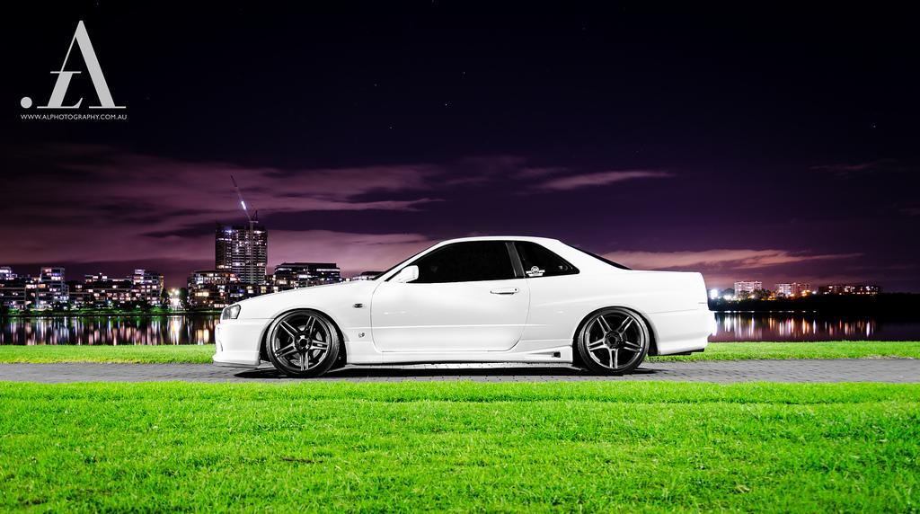 Nissan Skyline R34, japońskie coupe, kultowe, Godzilla, sportowy samochód z dusza, zdjęcia w nocy, biały