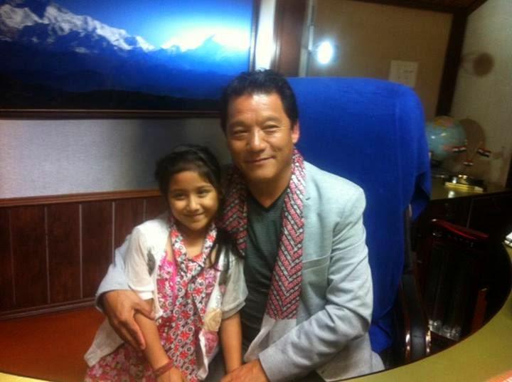 Anushka met Gta chief Bimal Gurung at Lalkothi Darjeeling