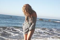 Perderme contigo entre la espuma del mar,y no mirar atrás♥