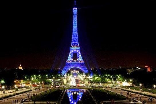 Menara Eiffel Dimalam Hari