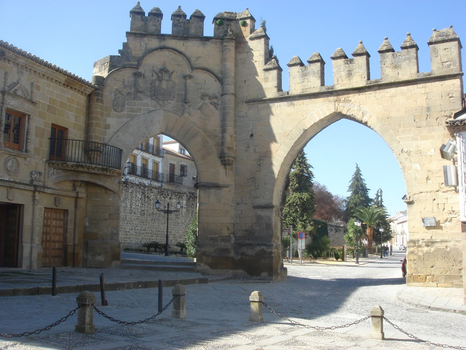 Puerta de jaen baeza excellent torren puerta de beda en - Hotel puerta del arco ...