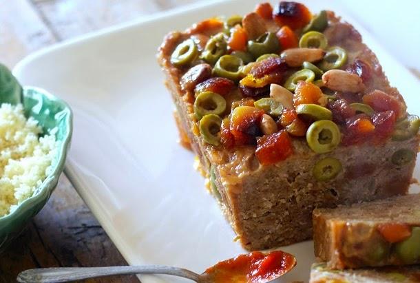 Receita de rolo de carne com alperces, azeitonas e amêndoas