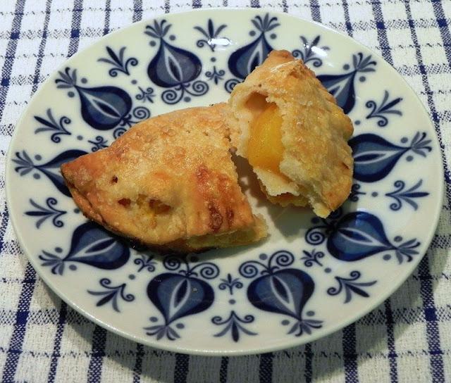 The Iowa Housewife: Easy Fresh Peach Turnovers