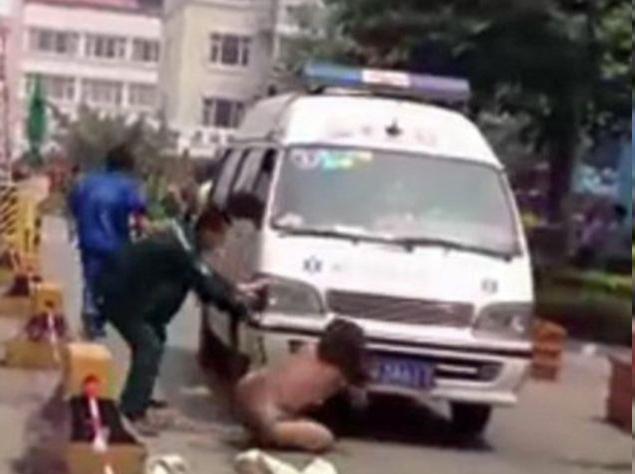 Naked Chinese Woman Blocks Ambulance After Hitting Husband's Mistress And 4-year-old Daughter
