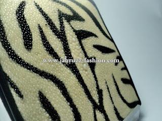 Jual Dompet Pria Kulit Ikan Pari Premium - Motif Zebra