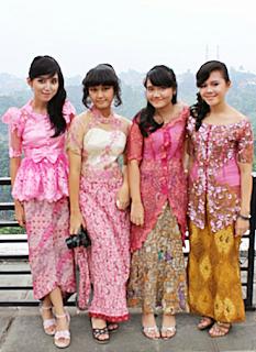 Contoh Gaun Kebaya Modern untuk Remaja