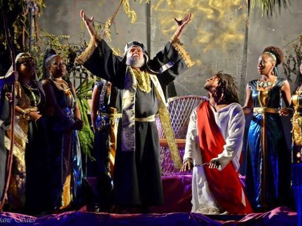 Paixão de Cristo em Lauro de Freitas em 2014 (Foto: Viviane Sales/Divulgação)
