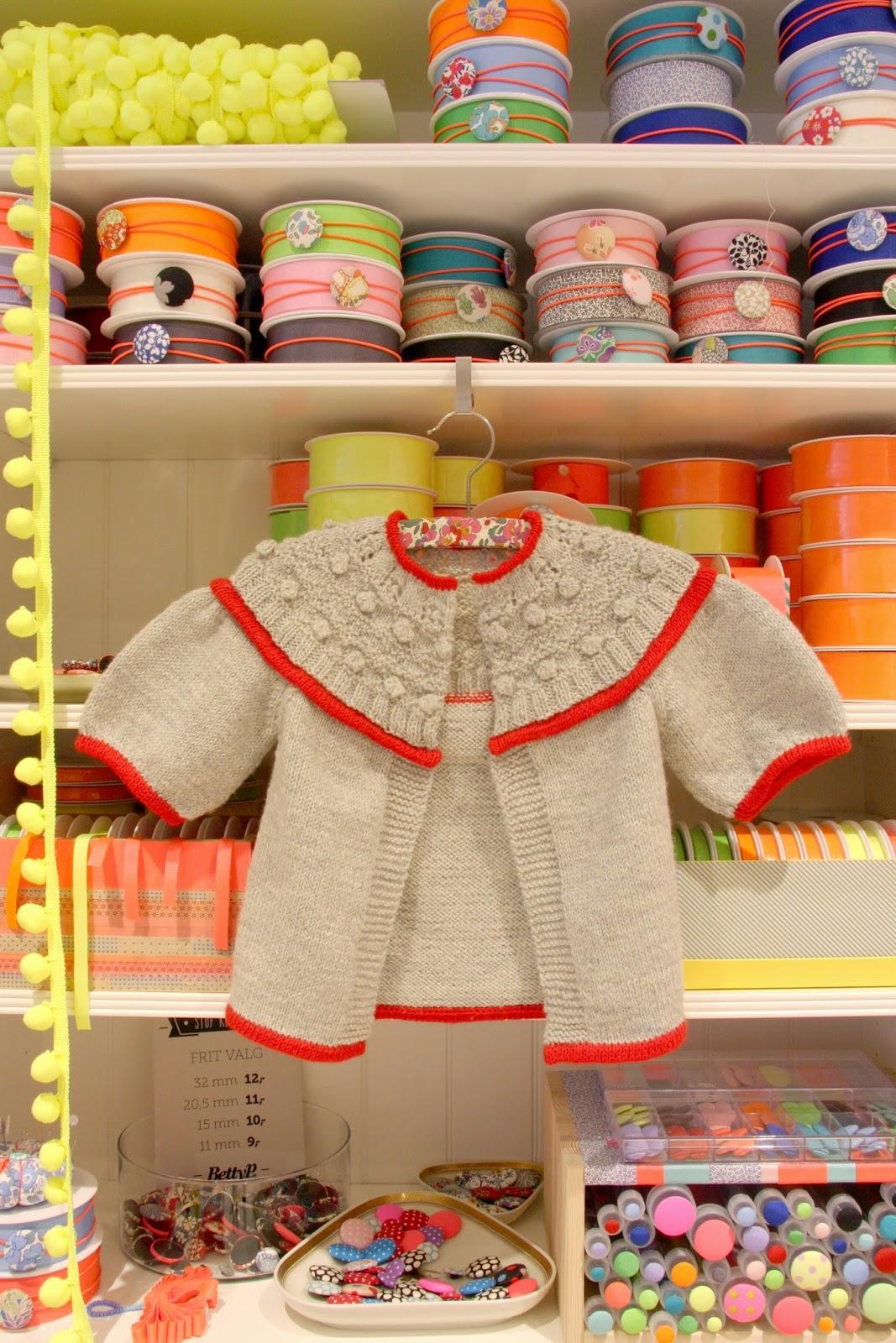 Foto af stiktrøjen i butikken bettyp.dk