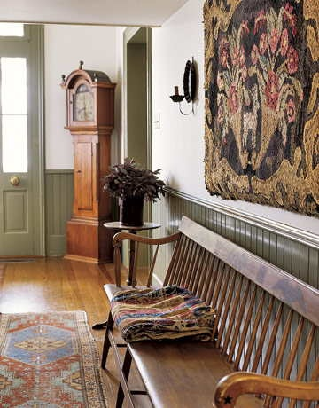 Eye for design decorating in the primitive colonial style for Colonial foyer ideas