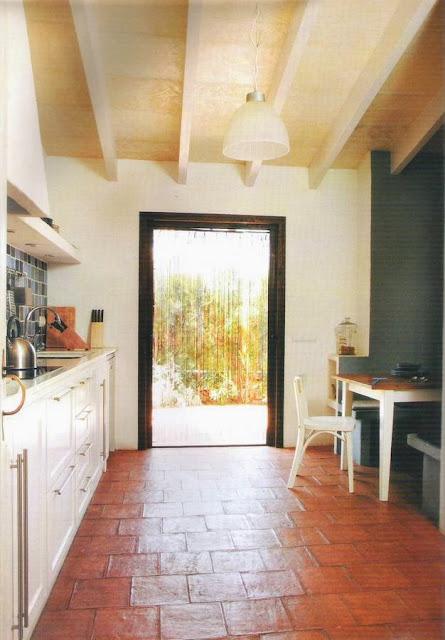 Interior de una cocina de campo rústica