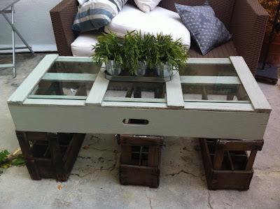 mesa-de-cajas-recicladas