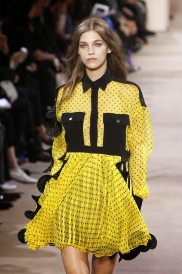 I pois tornano a segnare diversi settori della moda con il loro stile  decisamente più bon ton e romantico 5325f101337