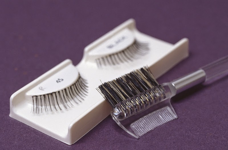 44c2c3fbaf8 You don't want to be doing this on your own, for the first time, right  before a performance. These steps will help you learn to be a skilled  eyelash ...