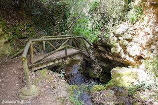 Uno de los muchos puentes que cruzan el Rio Vadillo