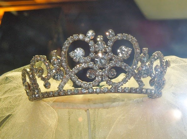 Miss Piggy wedding tiara Muppets Most Wanted