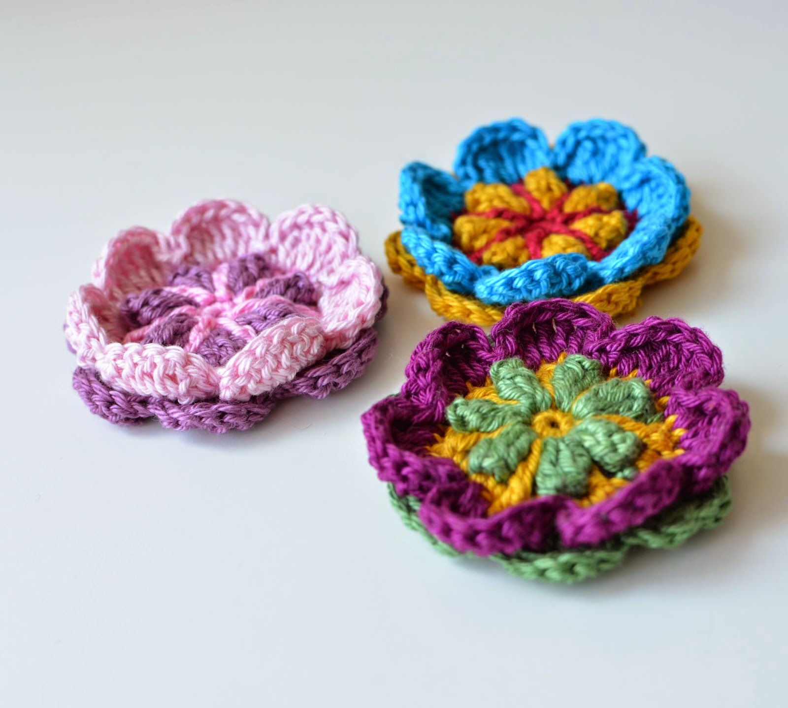 Crochet Flower Pin Patterns Free : Free Pattern: Overlay Flower Brooch LillaBj?rns Crochet ...
