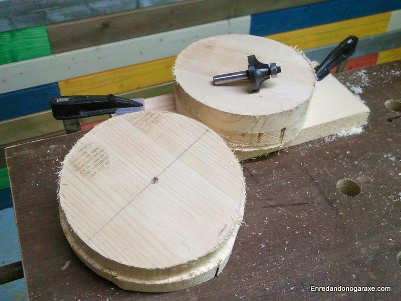 Rueda a medio hacer y otra ya totalmente circular lista para redondear los bordes. Enredandonogaraxe.com