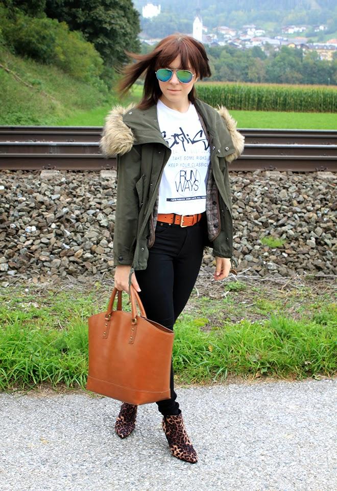 outfit-trend-fashionblogger-zara-parka-fauxfur-cognac-shopper-fashionweek-shirt-leopard-ankleboots-midheel