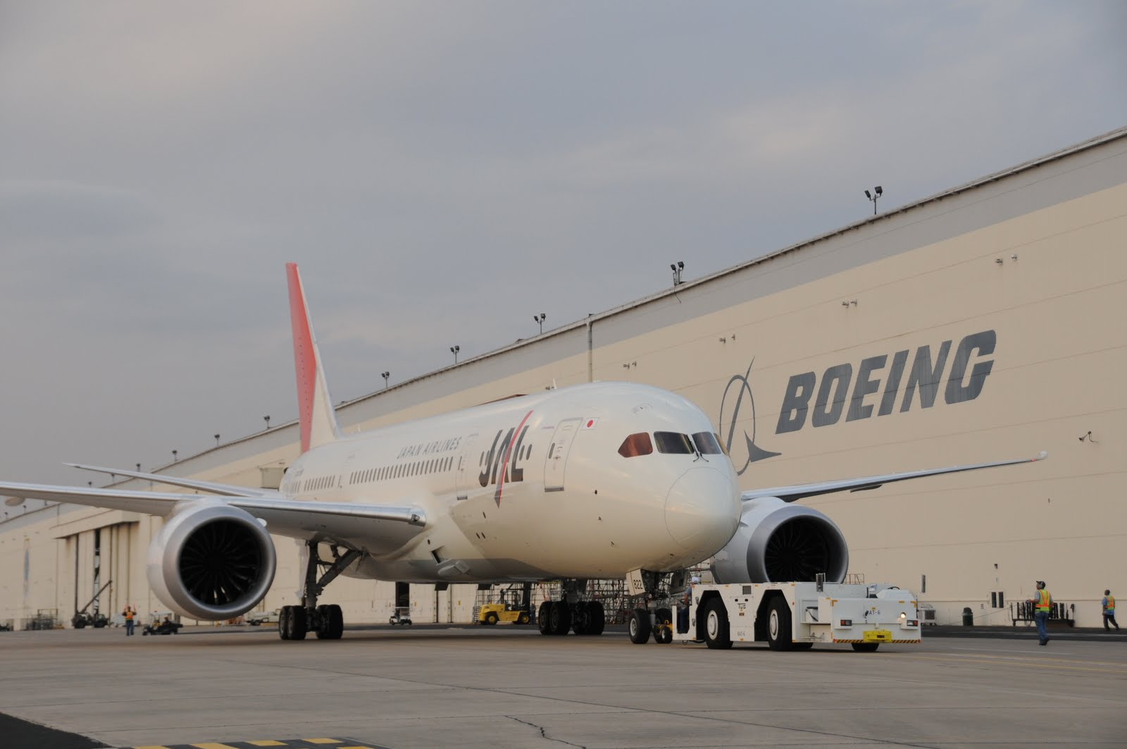 http://2.bp.blogspot.com/-noM0zEx6Ozk/T4wuhlRvVdI/AAAAAAAAH6M/1jAH3tyP5SQ/s1600/boeing_787_dreamliner_jal_japan.jpg