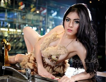 Nisa Beiby Model Majalah POPULAR WORLD