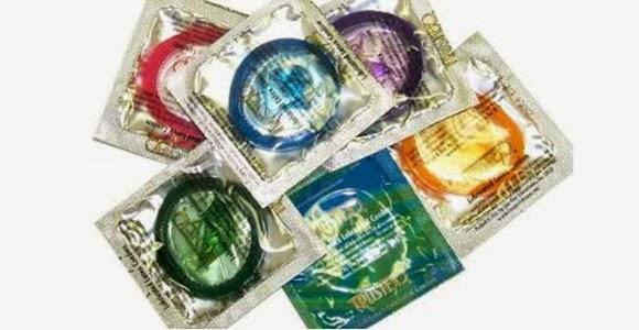 Chiste de hombre, condones, compra, caja, mujer, especial, oro, plata, bronce.
