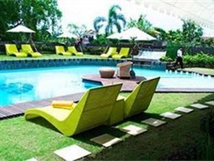 kolam renang Villa at Lavender Bali
