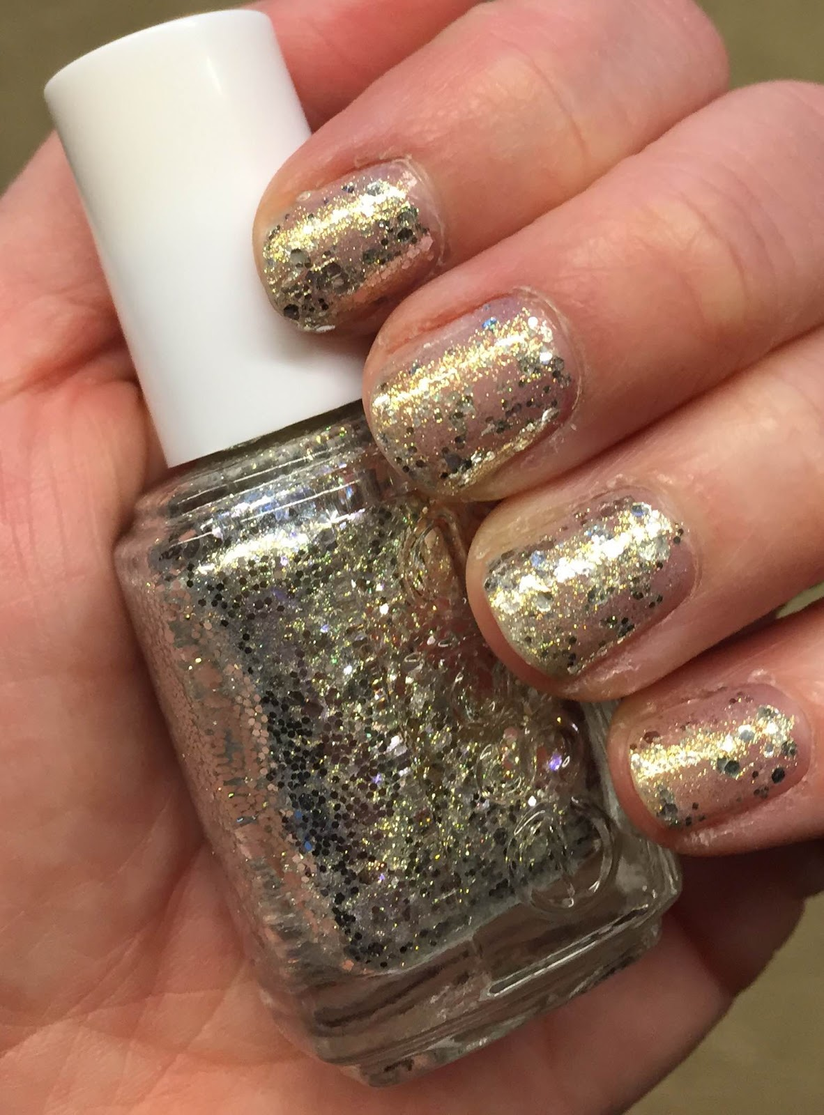How To Use Essie Glitter Nail Polish - To Bend Light