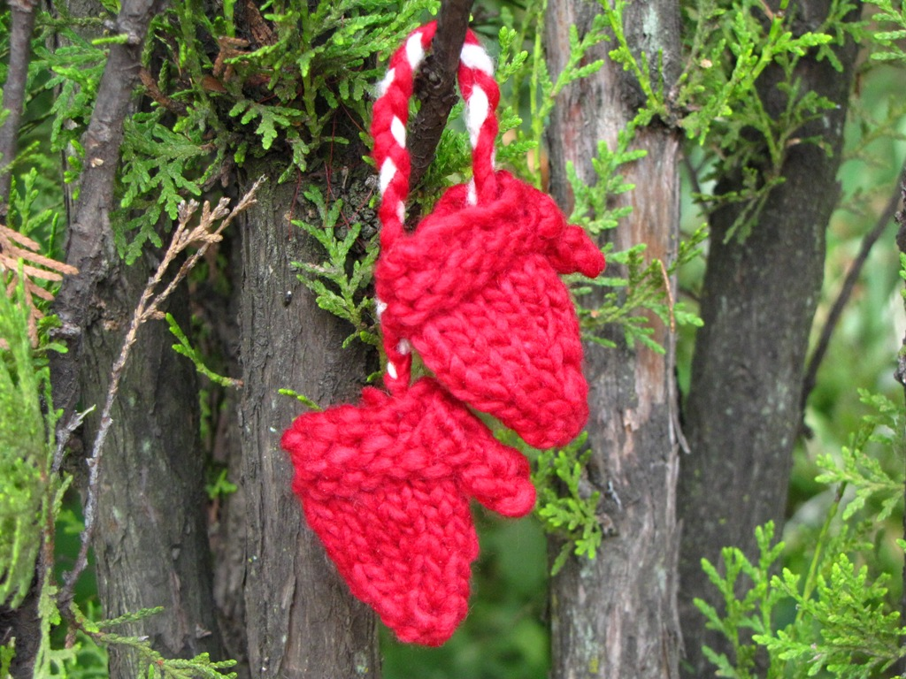 Minature Knitted Mittens Pattern, a Christmas Tree Decoration - Natural Suburbia