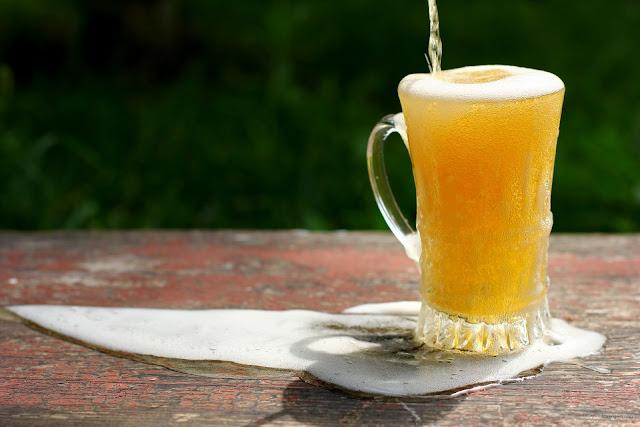 Más 90.000 litros de cerveza se pierden al año en los bigotes británicos