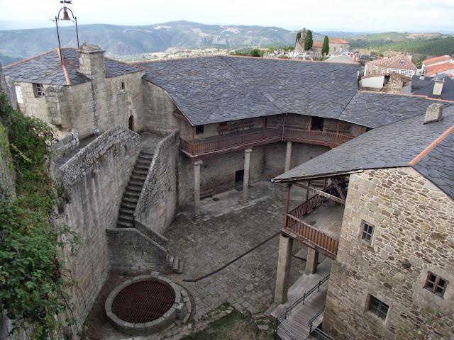 Castillo Castro caldelas. Qué visitar en Ribeira Sacra
